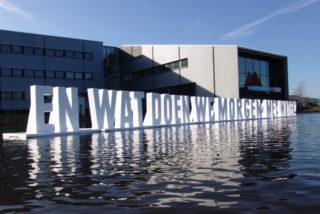 drijvende piepschuim letters Wetterskip Fryslan